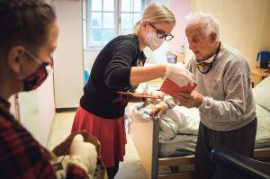Předávání dárečků ve Vojenské nemocnici Olomouc 2020